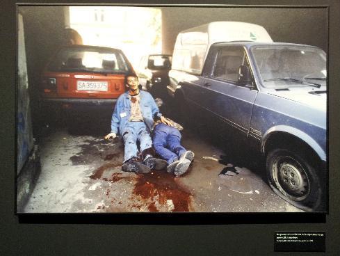 Un joven herido víctima de la explosión de un proyectil de mortero. Sarajevo (Bosnia-Herzegovina), junio de 1992.