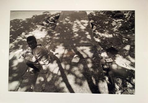Víctimas de los combates entre grupos rivales. Monrovia (Liberia), mayo de 1996.